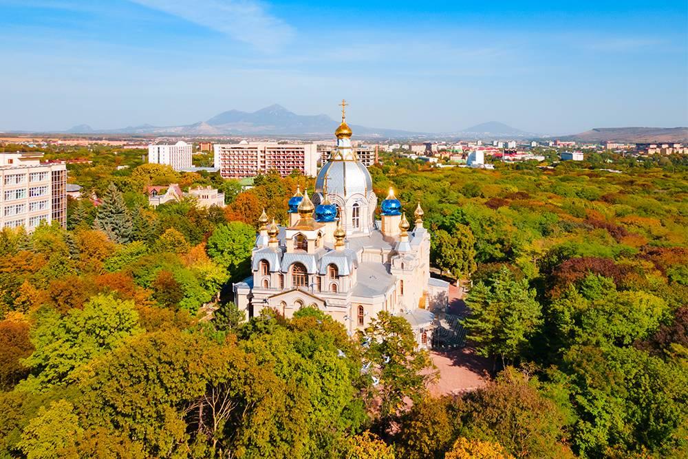 Внутри храма хранится частица мощей Преподобного Серафима Саровского. Источник: saiko3p / Shutterstock