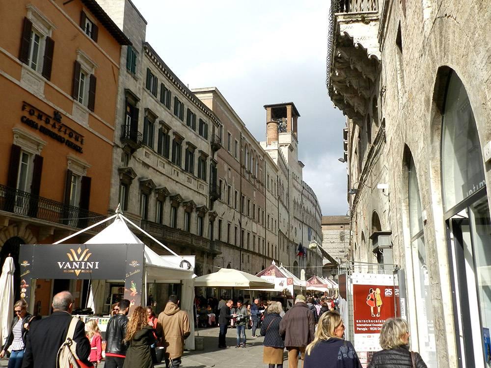 Главная улица Перуджи во время «Еврошоколада»