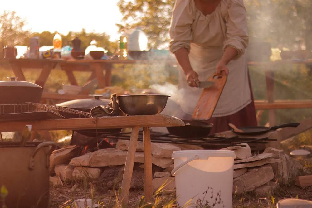 Процесс приготовления пищи накрымской игре «Ведьмак. Флотзамский пакт» в2019году. Источник: Анастасия Занозина