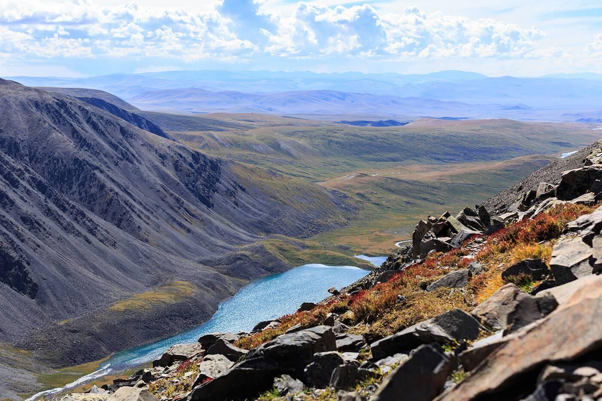 Такие виды открываются неподалеку от турбазы «Кок-Коль» на границе с Монголией