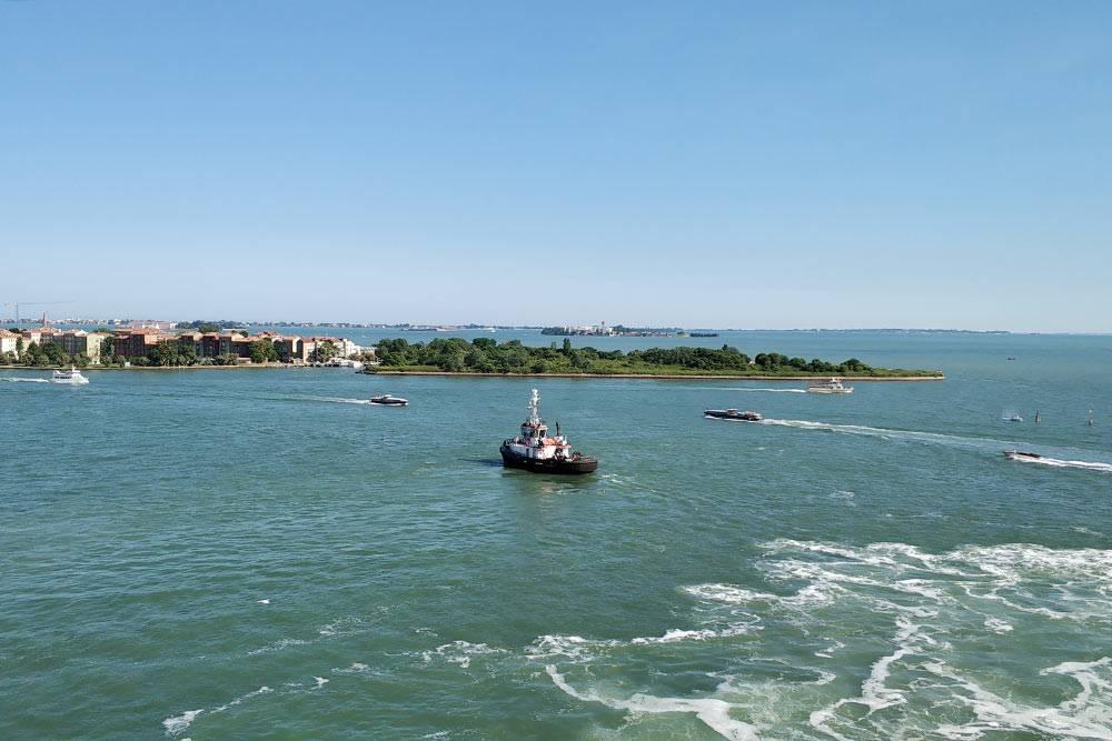 Такой вид открылся с круизного лайнера, когда мы отплывали из Венеции