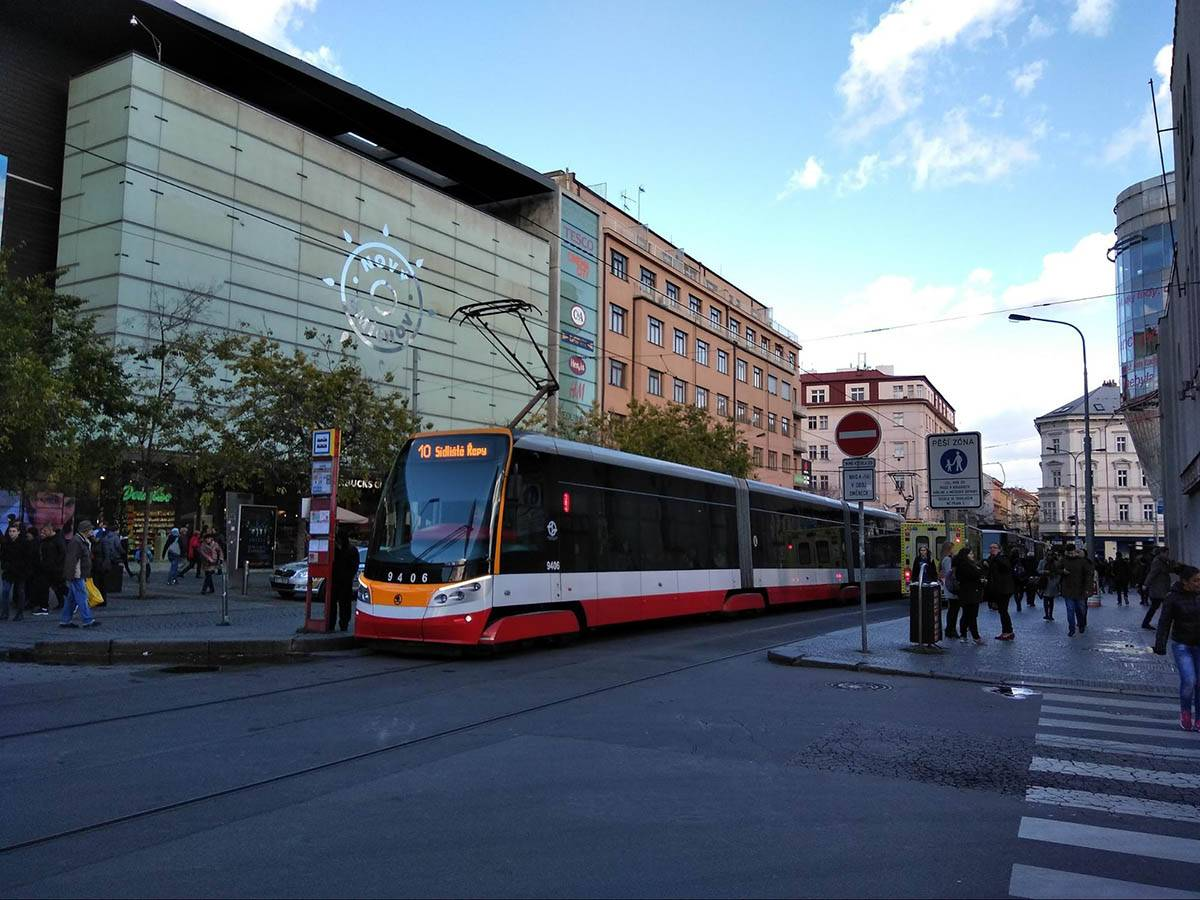 Новый пражский трамвай с кондиционером и вайфаем