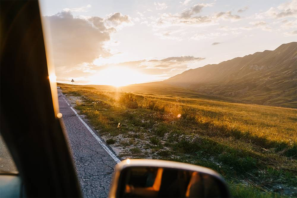 Ехать на закате по горному Дагестану — сплошное удовольствие