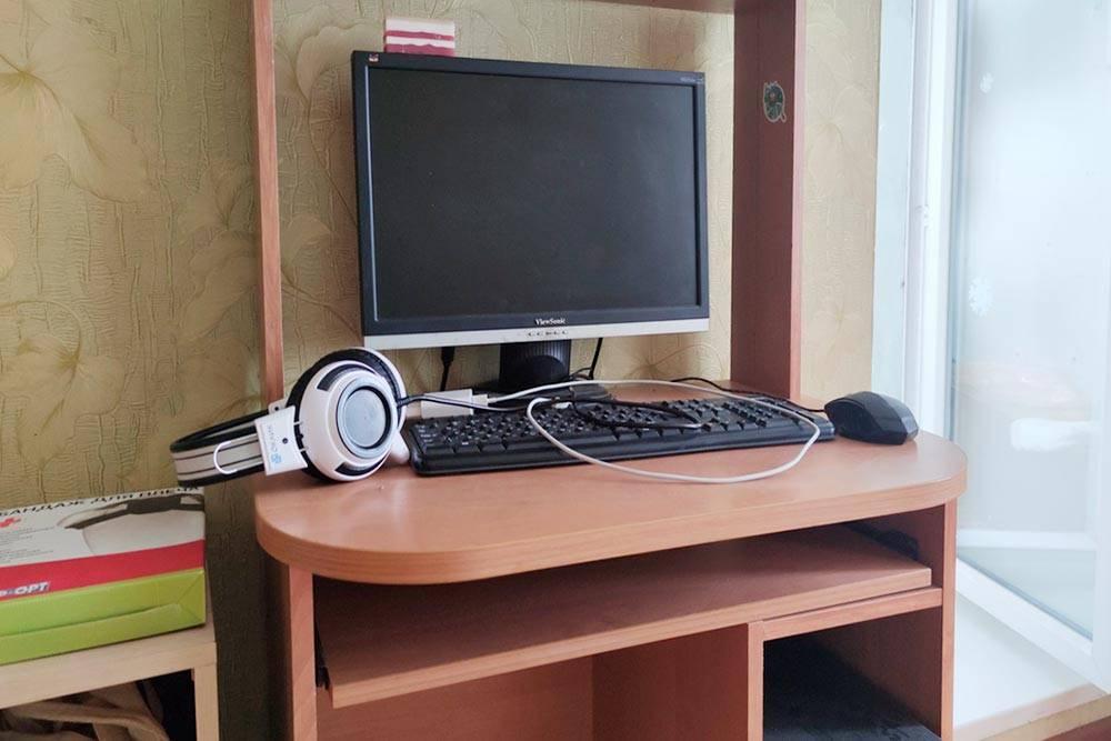 Компьютер переехал вРоссию вместе сомной. Сноутбуком былобы удобнее, нонамомент переезда уменя небыло нанего денег
