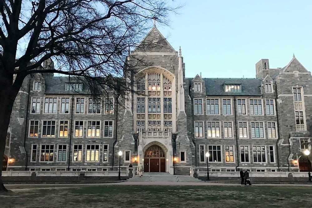 Это Джорджтаунский университет, где я проходила часть курсов по высшей математике