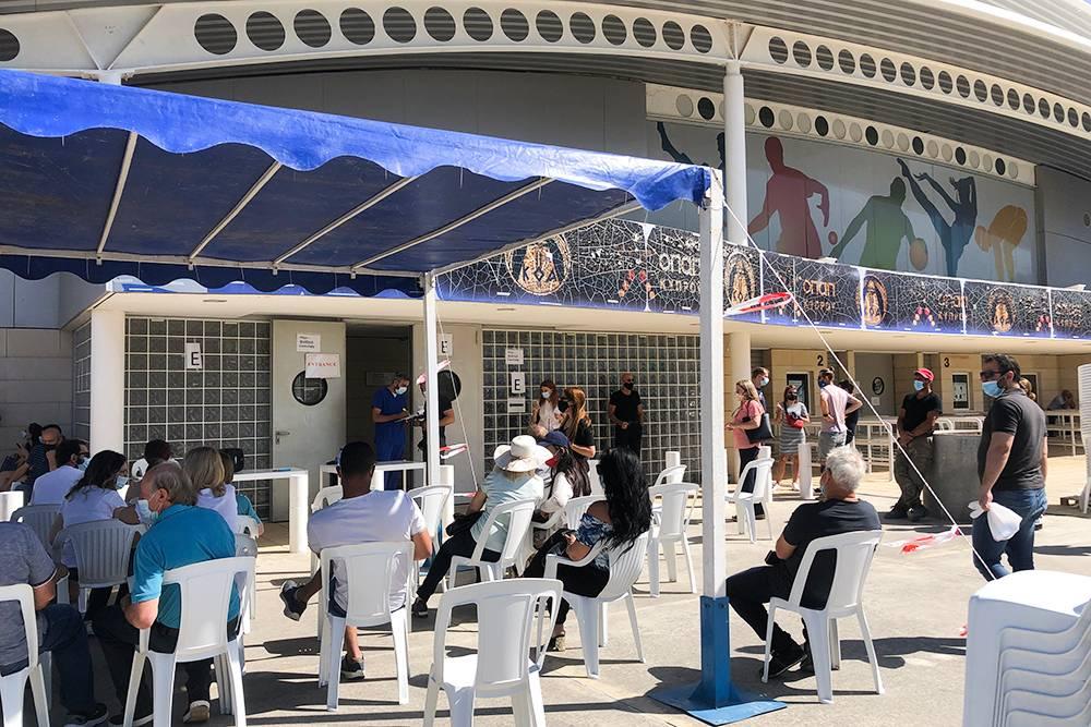 В Лимасоле несколько центров вакцинации. Я выбрала тот, что расположился в спортивном комплексе