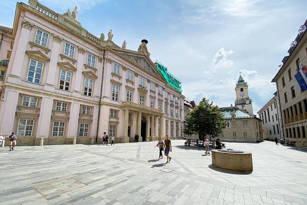Одна из центральных площадей Братиславы