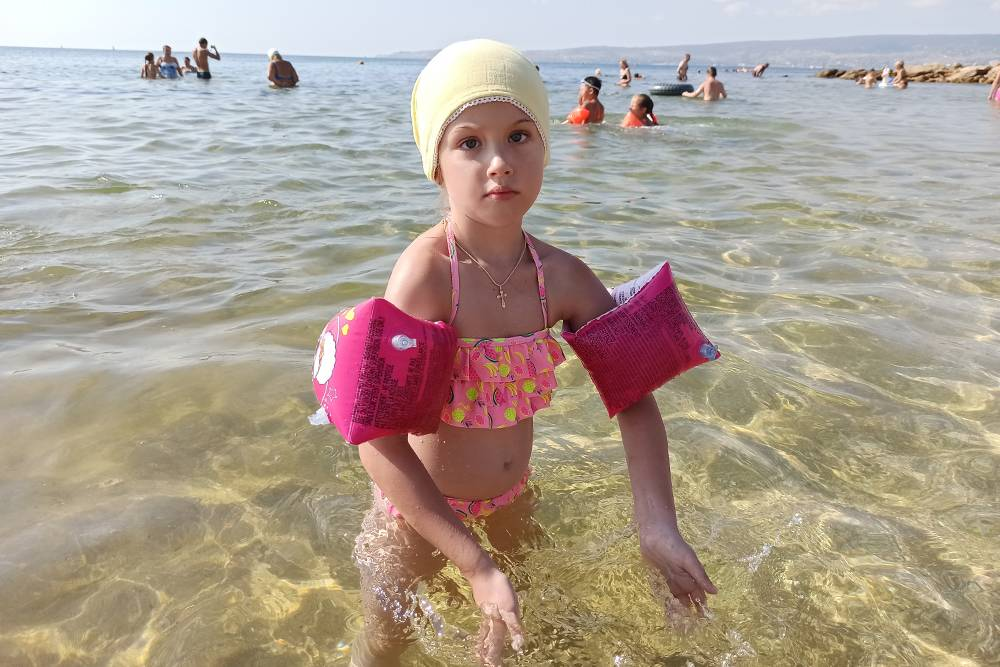 С нарукавниками дочь быстро научилась плавать. Мы купили их за 200<span class=ruble>Р</span> в сетевом магазине