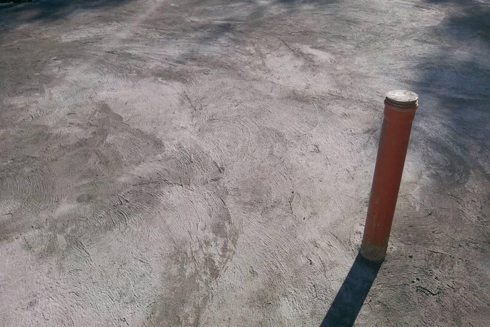 Подвод воздуха к камину был заложен в фундаменте 110-й канализационной трубой. Позже трубу пришлось срезать и замуровать, таккак место подкамин поменялось