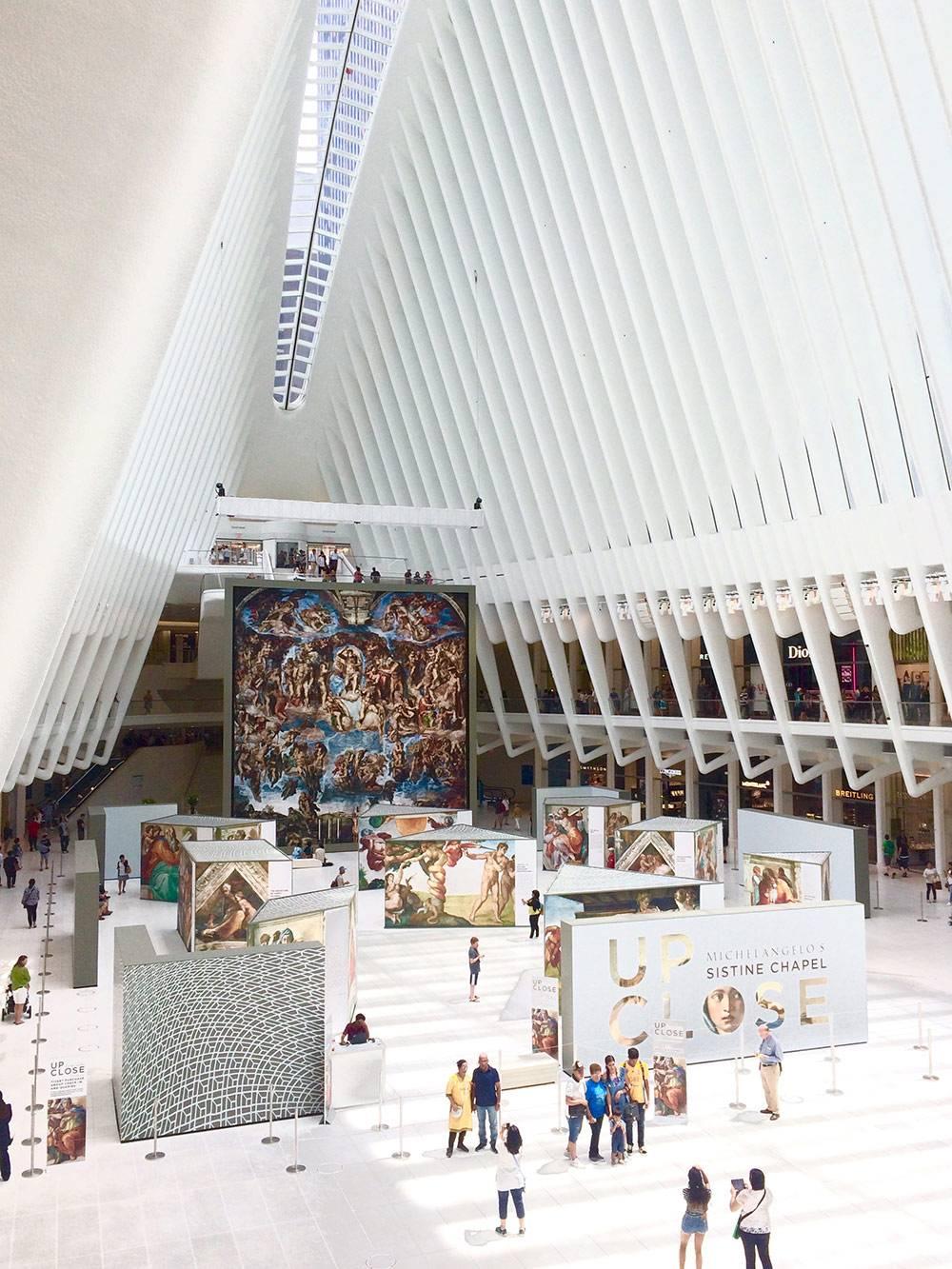 Окулус — вокзал, построенный на месте разрушенной терактом 9/11 станции. Этот транспортный узел, созданный по проекту испанского архитектора Сантьяго Калатравы, считается самой дорогой станцией метро в мире