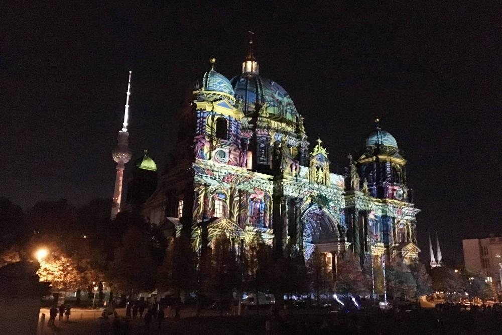Световая инсталляция на стенах Берлинского кафедрального собора