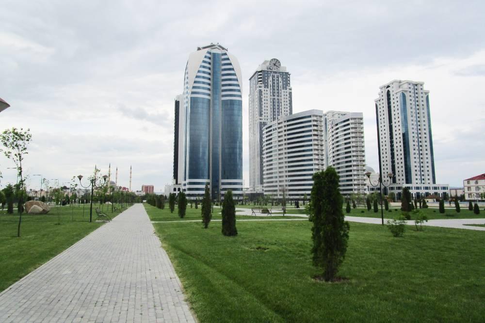 Это сильно уменьшенный вариант Москва-Сити. Небоскребов мало