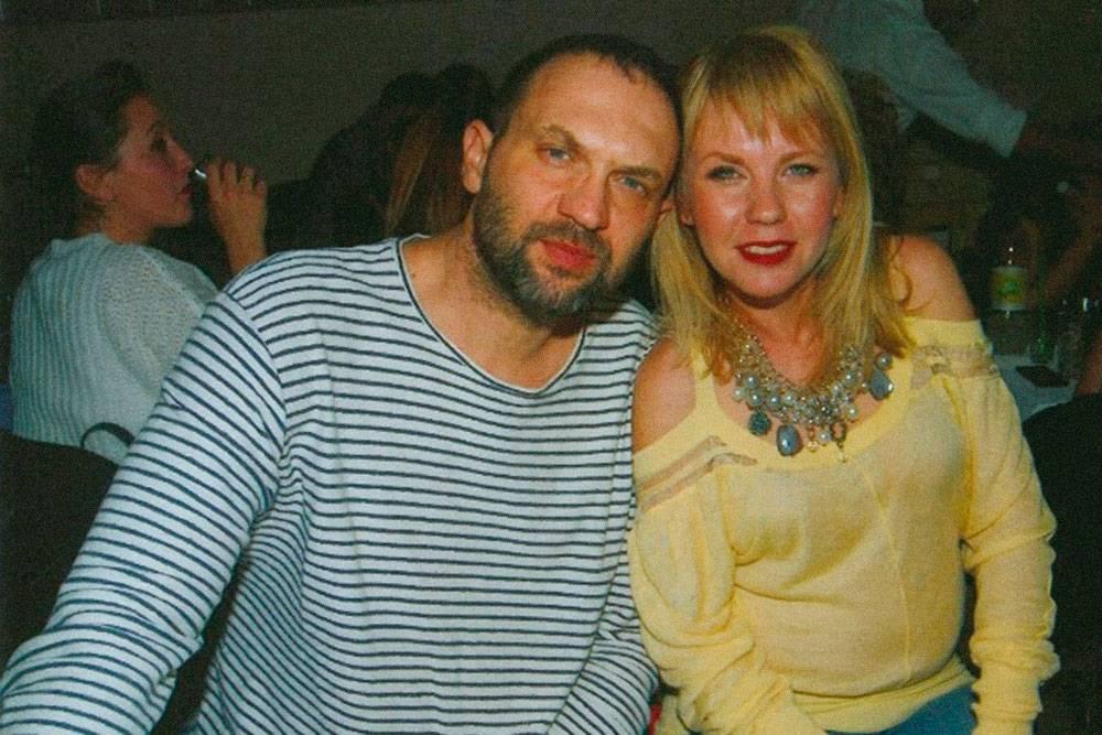 Мы с мужем на концерте в греческом клубе