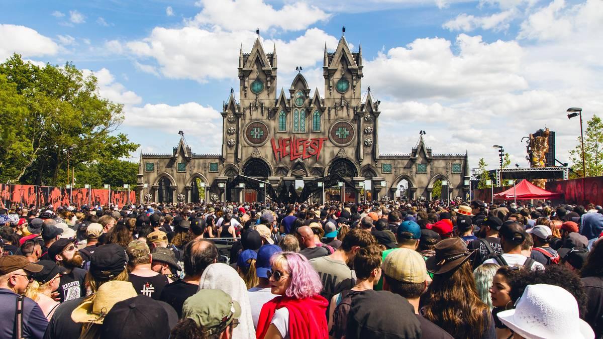 Сколько стоит съездить на метал-фестиваль в Европу