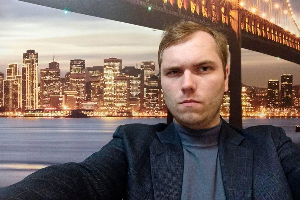 Мой товарищ из Минска проводит онлайн-игру с видом на Сан-Франциско за спиной