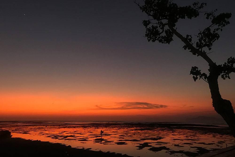 Где бы вы ни остановились, вы точно привезете с Бали фото феерических закатов