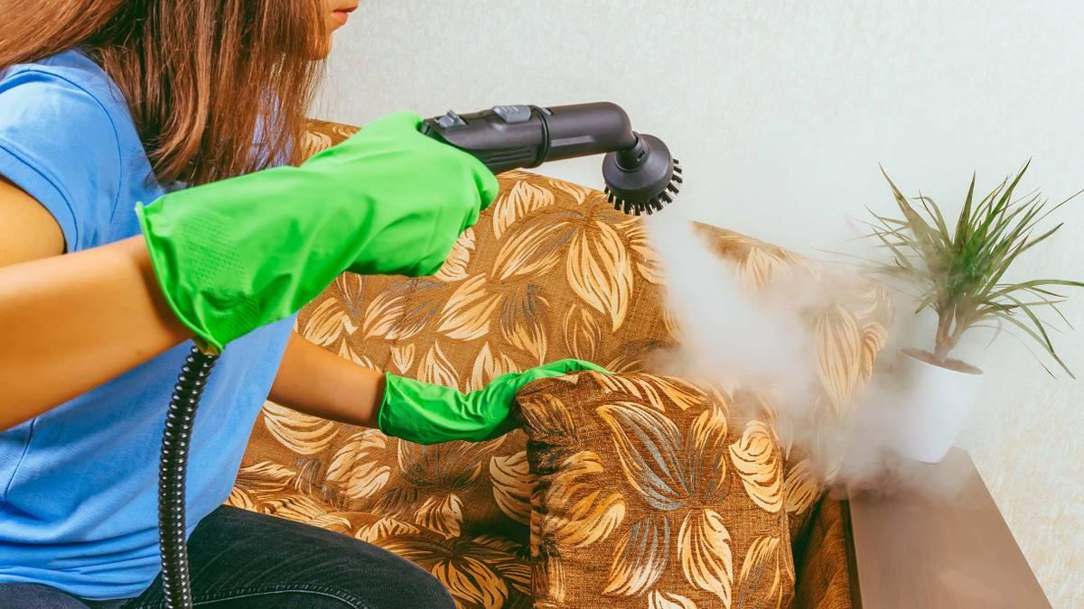 Как выбрать мастера по химчистке мебели