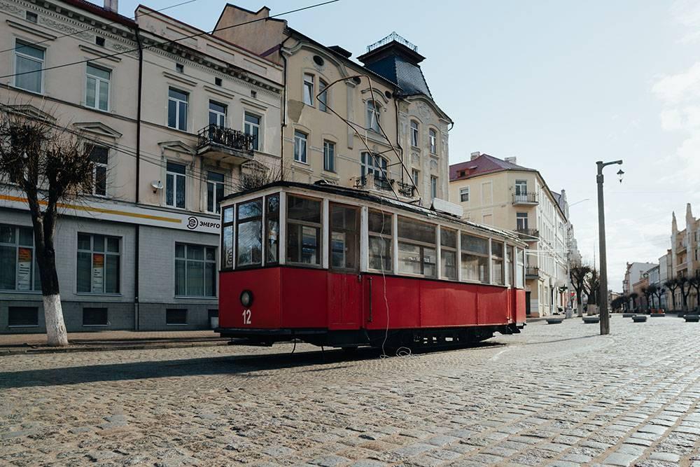 До 1944года в Советске ходили трамваи. Движение не стали восстанавливать после войны. В 2012году в городе установили трамвай-памятник. Источник:AKOMIX/ Shutterstock