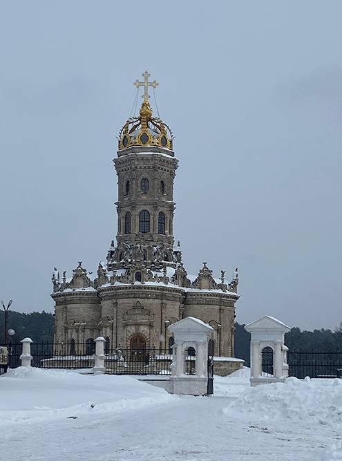 Та самая нетипичная церковь в Дубровицах