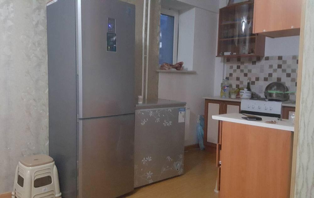Два холодильника в монгольской семье — это абсолютно нормально. Второй холодильник заполнен мясом на лето. А зимой, с октября по март, мясо проще хранить на балконе