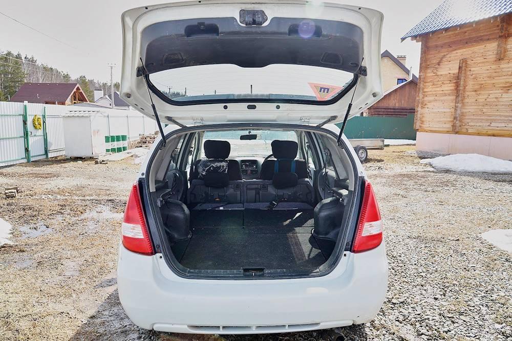 В своей машине я разложила кресло и объединила багажник с салоном. Освободила место дляматериалов
