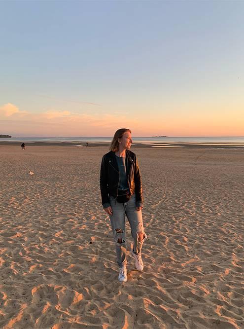 Сестрорецкие пляжи похожи на балийские — такиеже широкие и песчаные. В июне вечерами было прохладно, приходилось надевать толстовку и кожанку