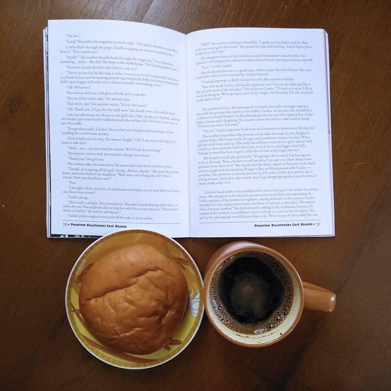 Я и сейчас люблю пролистать книгу илижурнал за чашечкой кофе
