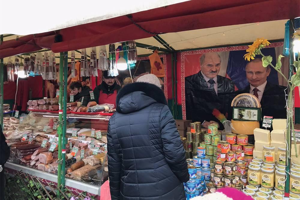 Белорусы приезжают в Астрахань с молочной и мясной продукцией. И портретами президентов