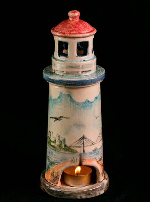 А этот маяк-светильник сподглазурной росписью сделали дети сментальными нарушениями внашей нынешней керамической студии
