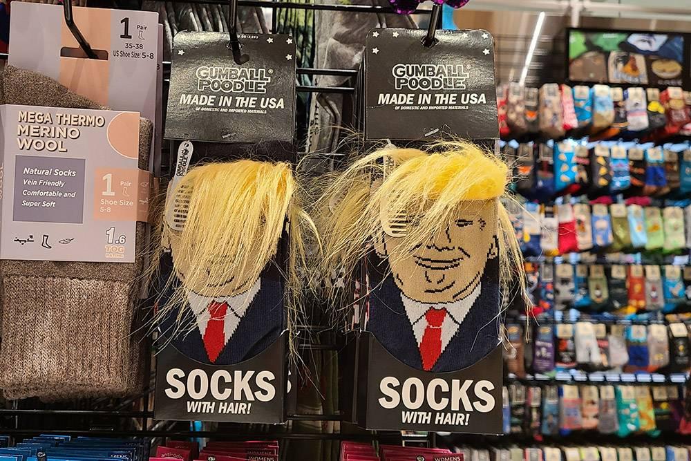 Вообще, в местных магазинах можно найти много прикольных штук с политиками