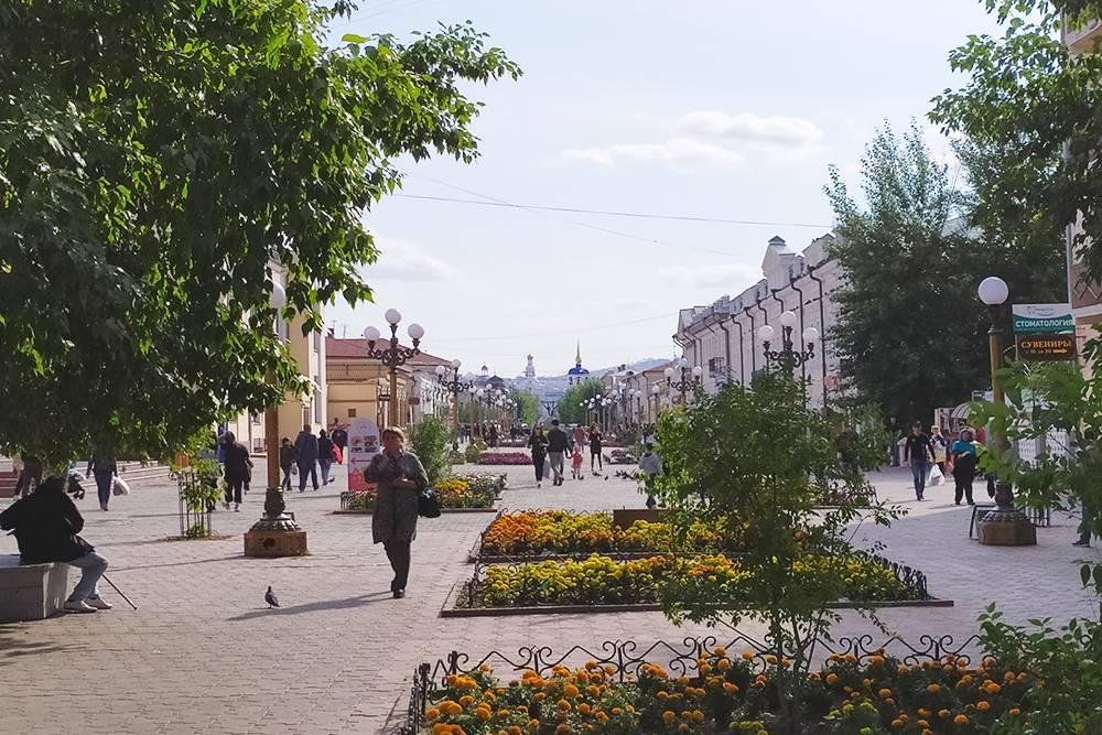 Вид с Арбата на Свято-Одигитриевский кафедральный собор — первое каменное строение в городе