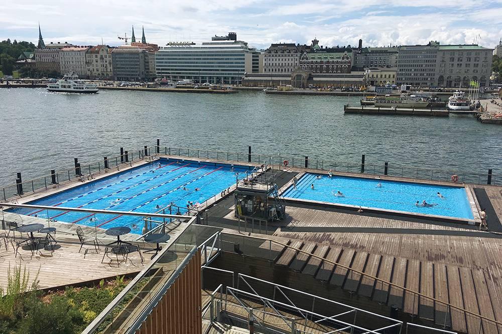 Три бассейна «Аллас»: с подогревом, детский и в открытом Балтийском море. На фото последний не видно. Еще там есть сауна, кафе и магазин