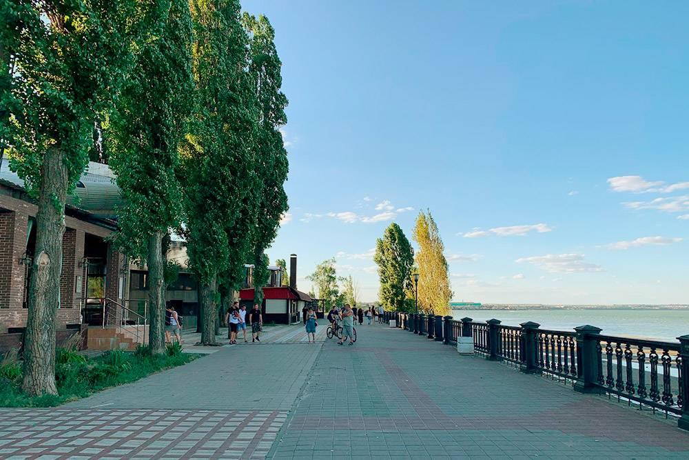 Длина Пушкинской набережной — 1085метров