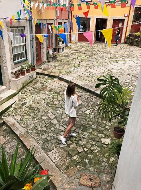 Гуляя по улицам Порту, можно забрести в маленькие дворики, где нет туристов