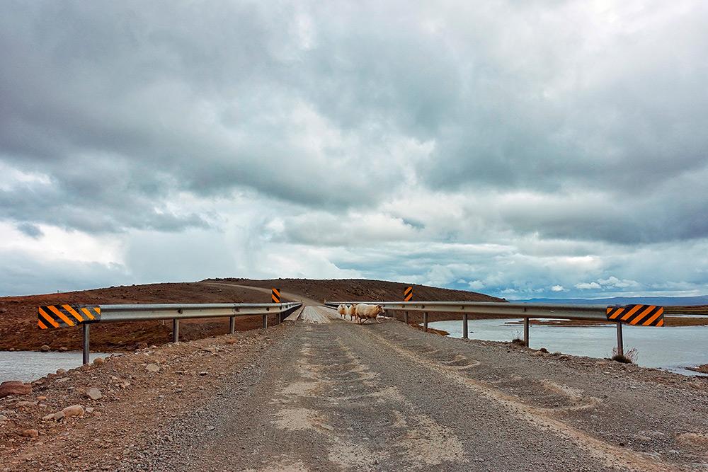 Зимой внутренние грунтовые дороги, как эта — через хребет Kerlingarfjöll, закрыты дляпроезда