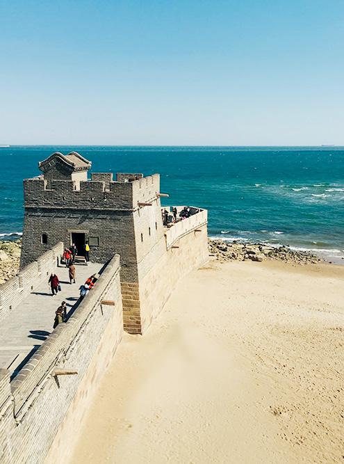 Так заканчивается Великая Китайская стена — у моря