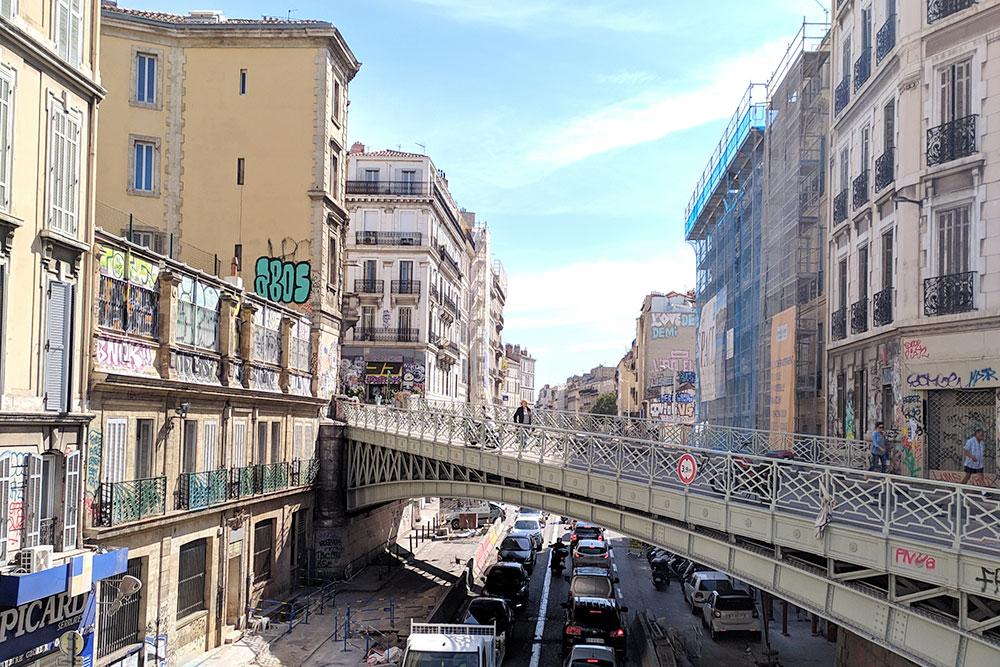 Пробки в Марселе — это совершенно нормально. Но очень шумно: импульсивные французы чаще давят на клаксон