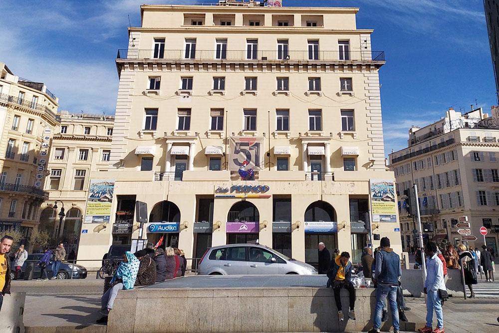 Центральная улица города La Canebière еще недавно была доступна длямашин, а теперь ее половину сделали пешеходной, что провоцирует пробки на прилегающих улочках