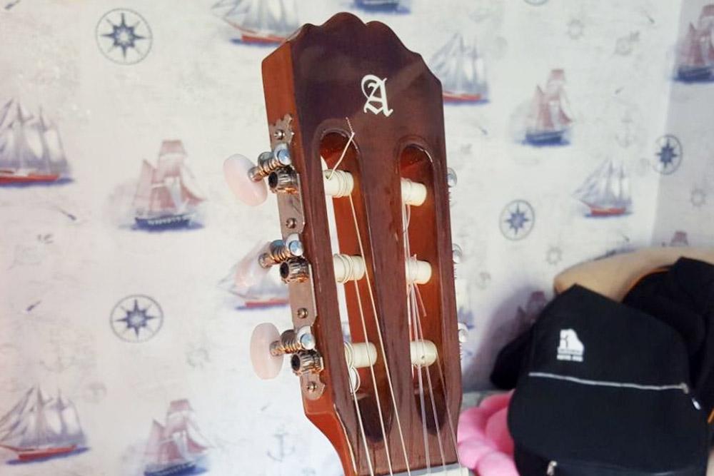 Колковый механизм на классической гитаре