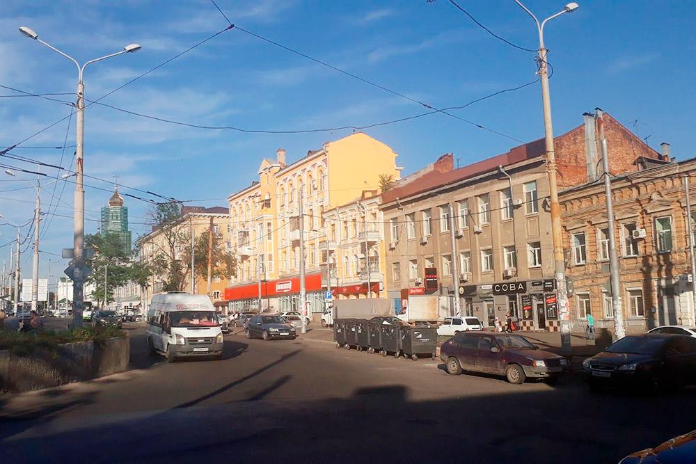 Такие желтые дома придают сходство с Санкт-Петербургом