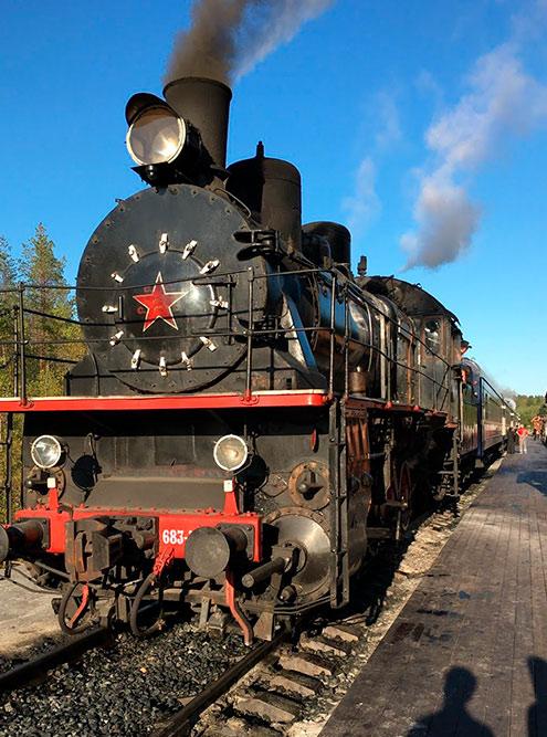 Ретропоезд запустили летом 2019 года. Он популярен среди туристов — покупайте билеты заранее. Фото: Григорий Мартишин