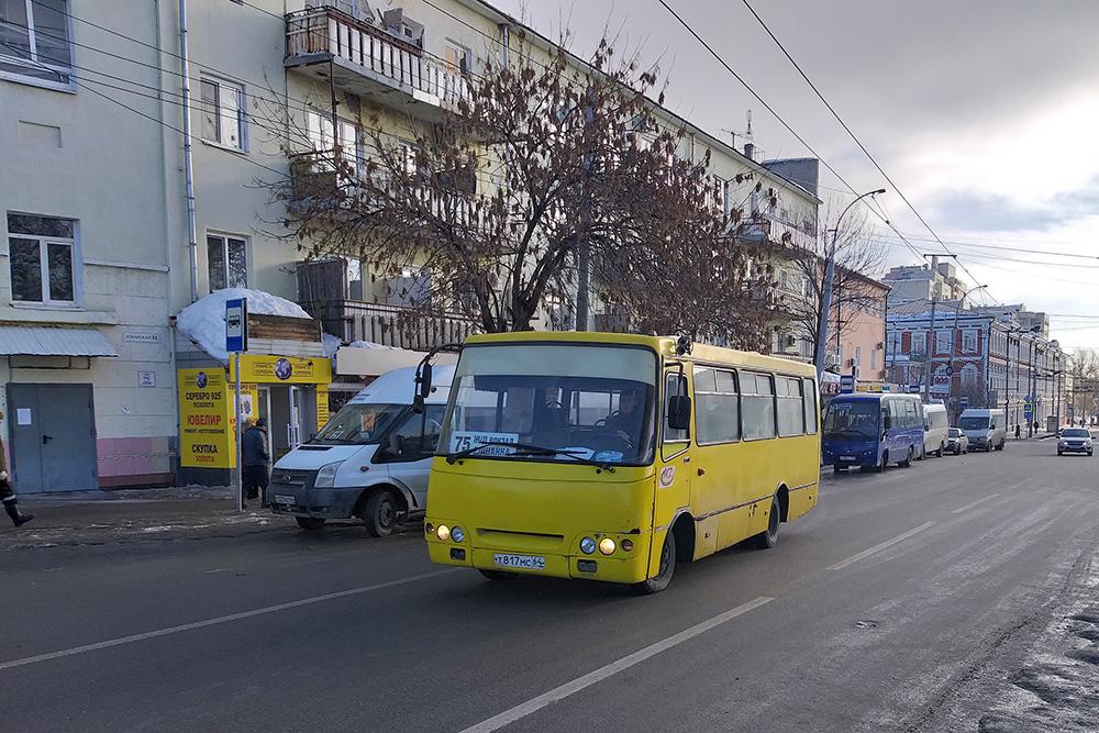На протяженные и загруженные маршруты вместо «Газелей» теперь выводят вот такие небольшие автобусы