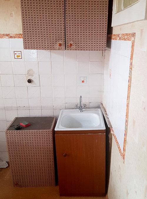В квартире давно не делали ремонт, поэтому я сюда переезжать отказался