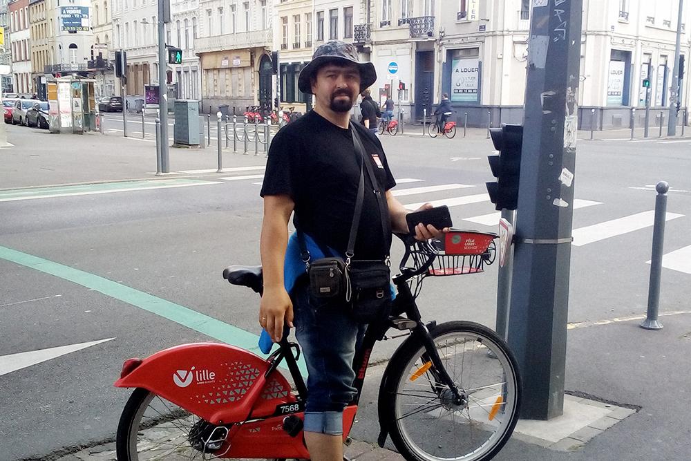 Если бы я жил во Франции, ездил бы только на велосипеде. Его можно взять в одном месте, а оставить в другом