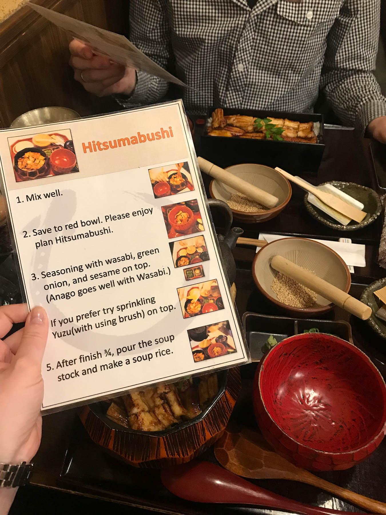 Вместе с едой приносят инструкцию, как все это правильно перемешивать и есть