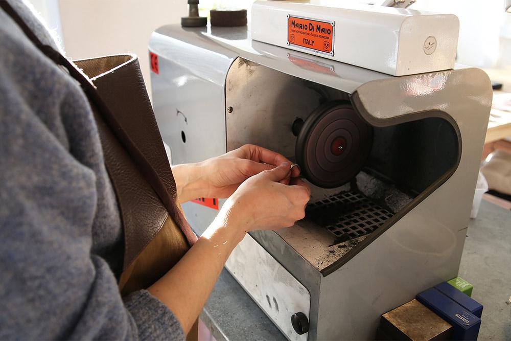 Шлифовальный мотор (машина): на нем полируют и шлифуют украшения