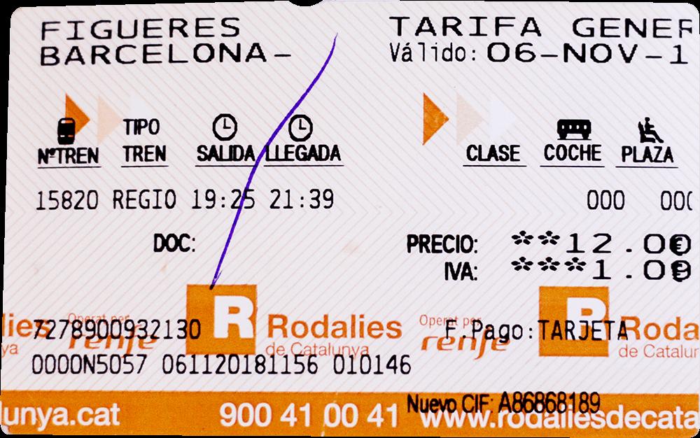 Поезд Фигерас — Барселона выглядел как электричка и шел медленнее. Мы купили билет на сайте и распечатали его в автомате на станции