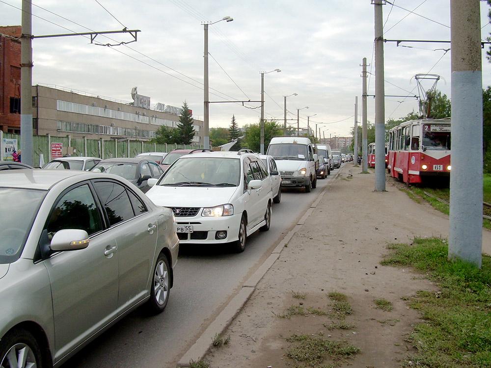 В этом месте на улице Богдана Хмельницкого поутрам всегда пробки. Их нет только летом