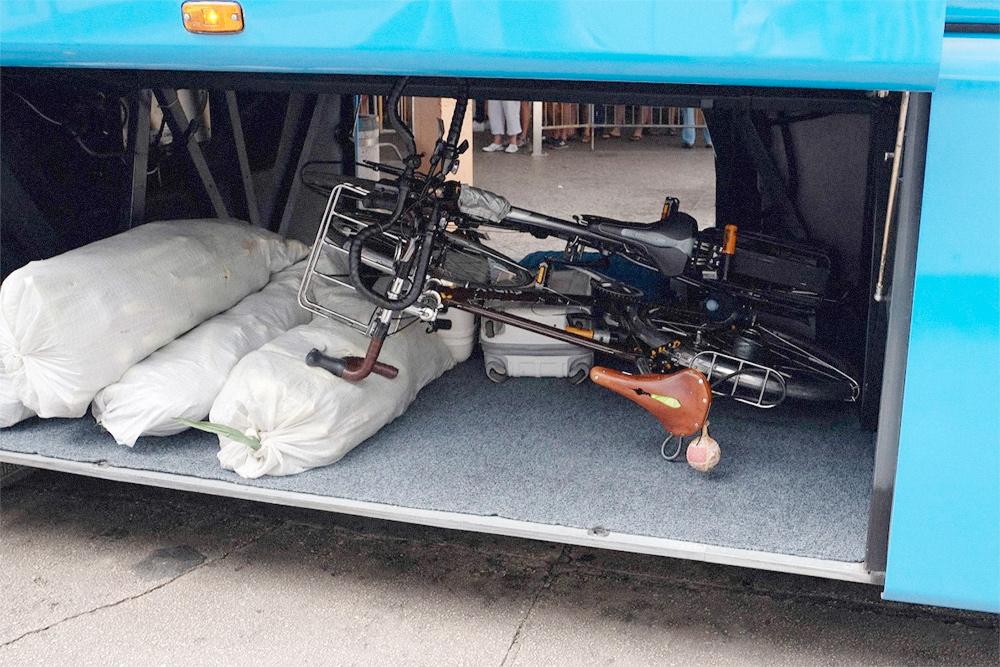 Так мы перевозили велосипеды по Черногории. За каждый байк платили по 5€ (380 р.) прямо на вокзале