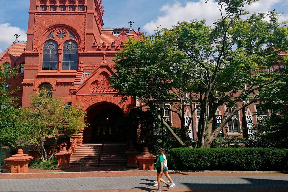 Здания и кампус Университета Пенсильвании